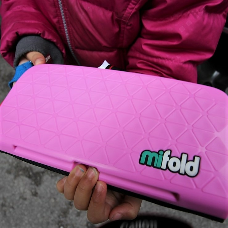 mifold - Smallest Booster Seat Giveaway #BALGiftGuide