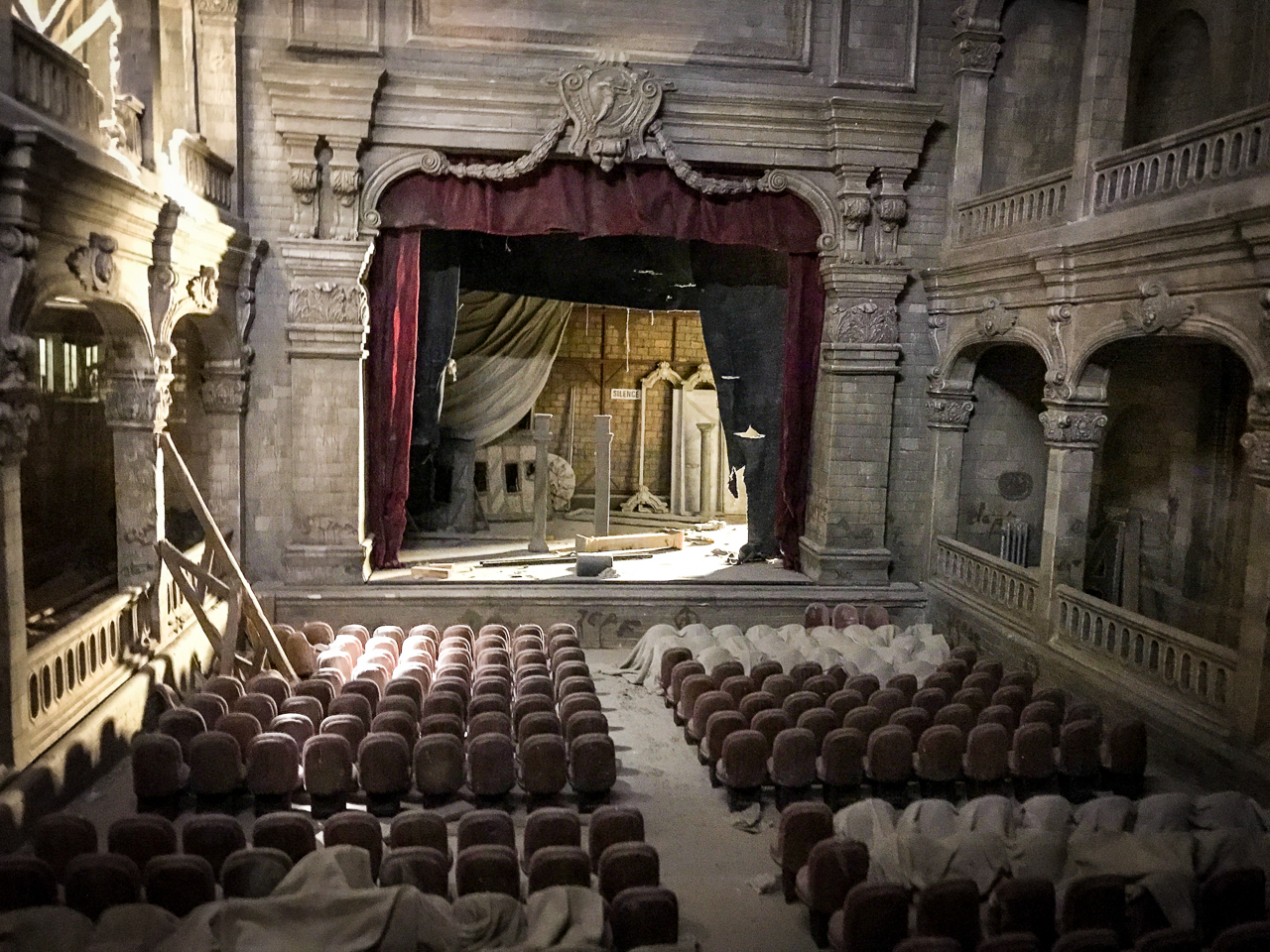 Lyon Miniature Museum Theatre Set