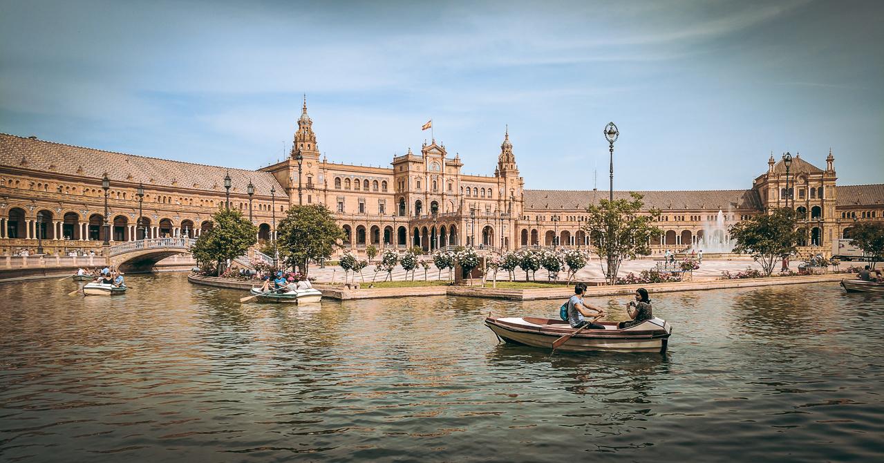 Plaza de España Rowboats
