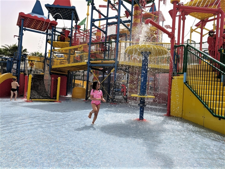 Legoland Water Park with kids. What to do in Dubai Parks. Best tips for Dubai PArks