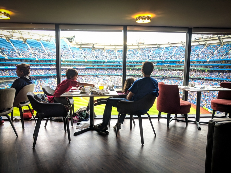 where to watch the blue jays game with kids. Sportsnet grill review