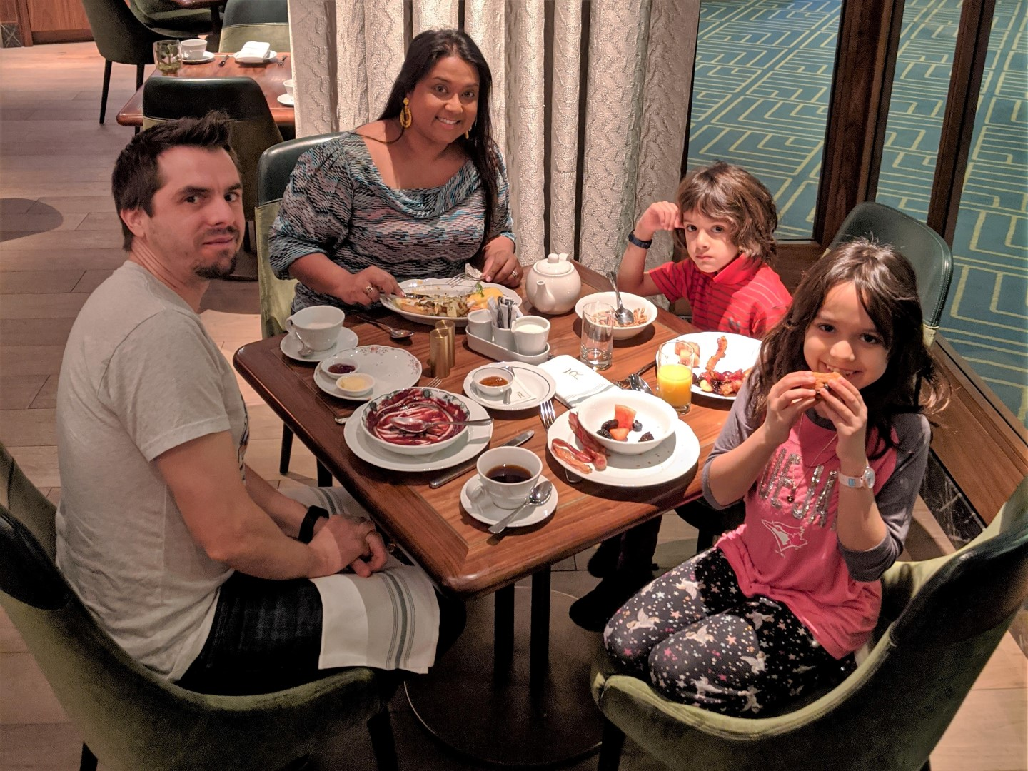 dining in Toronto with kids