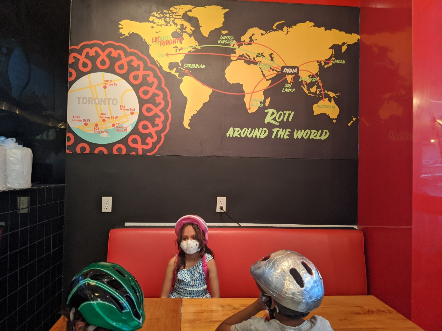 kids in front of roti map