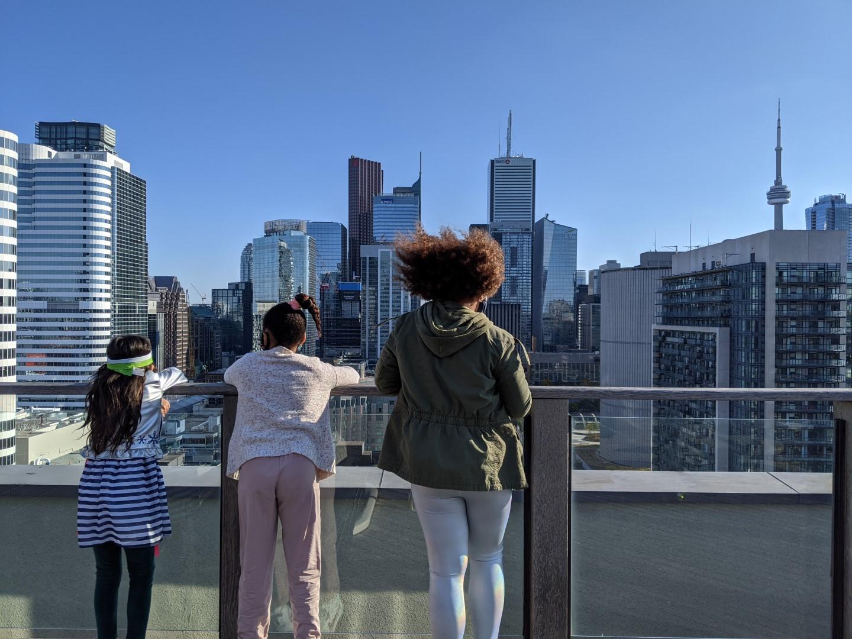kids looking at Toronto cityline