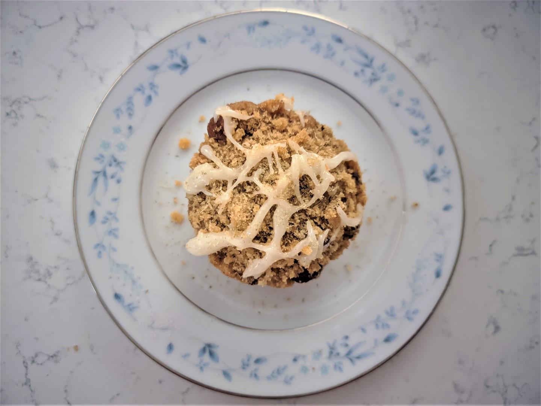 Easy coffee cake with cardamom on a tea plate