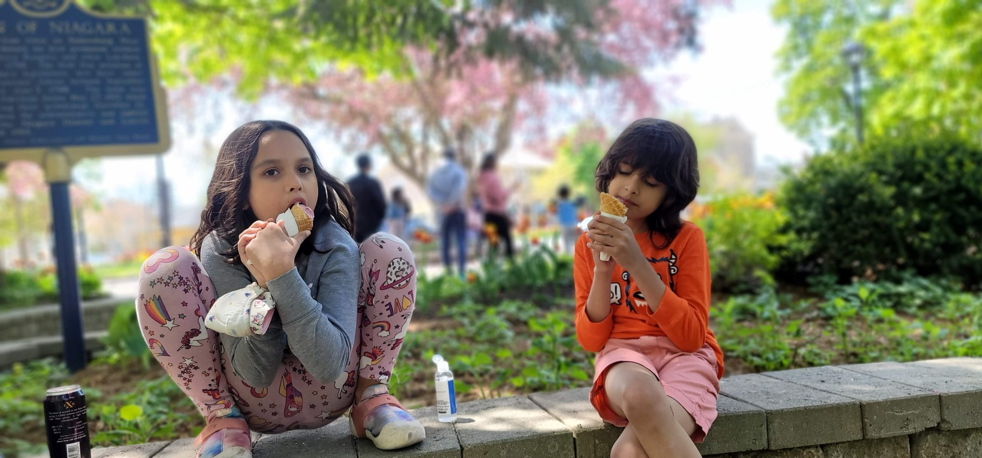 kids eating ice cream at park