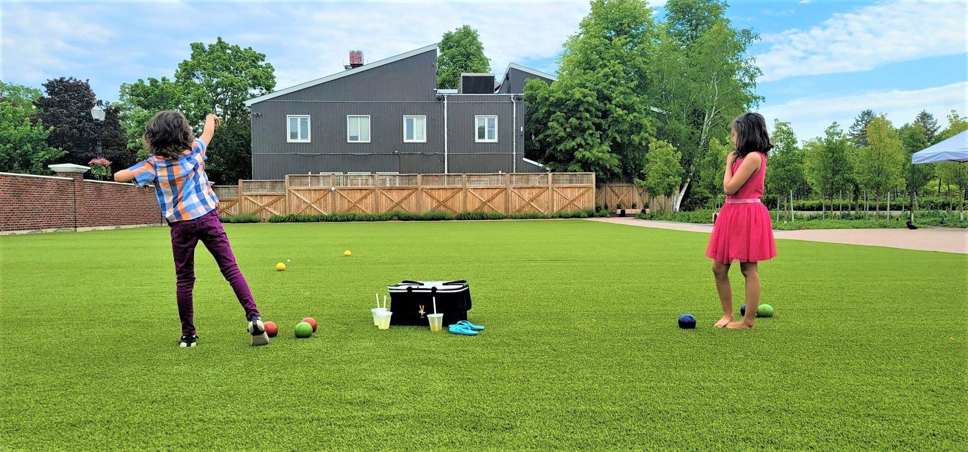 kids playing lawn games