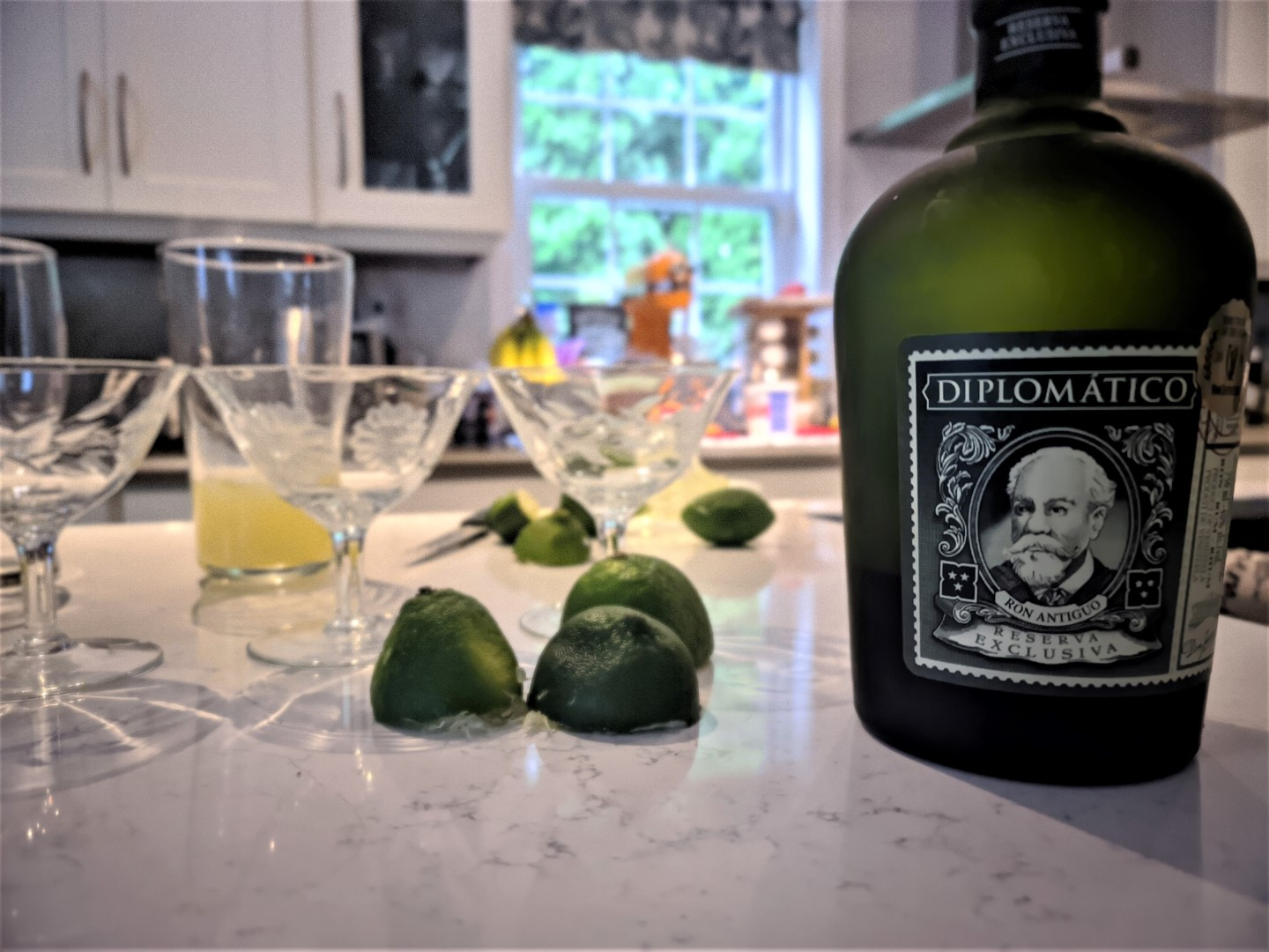 Diplomático Cocktail with lime