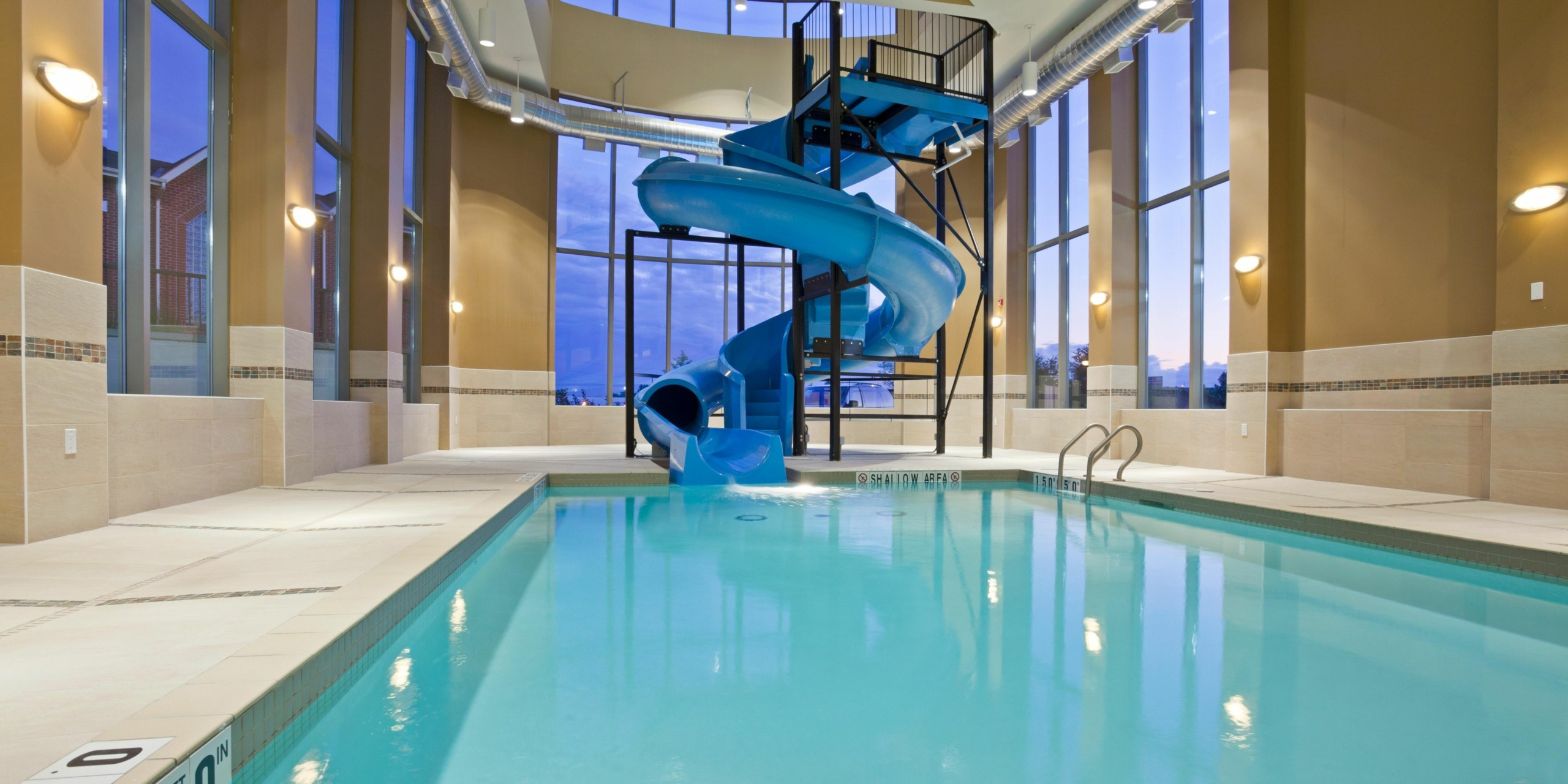 holiday-inn-express-and-suites-woodstock pool and slide