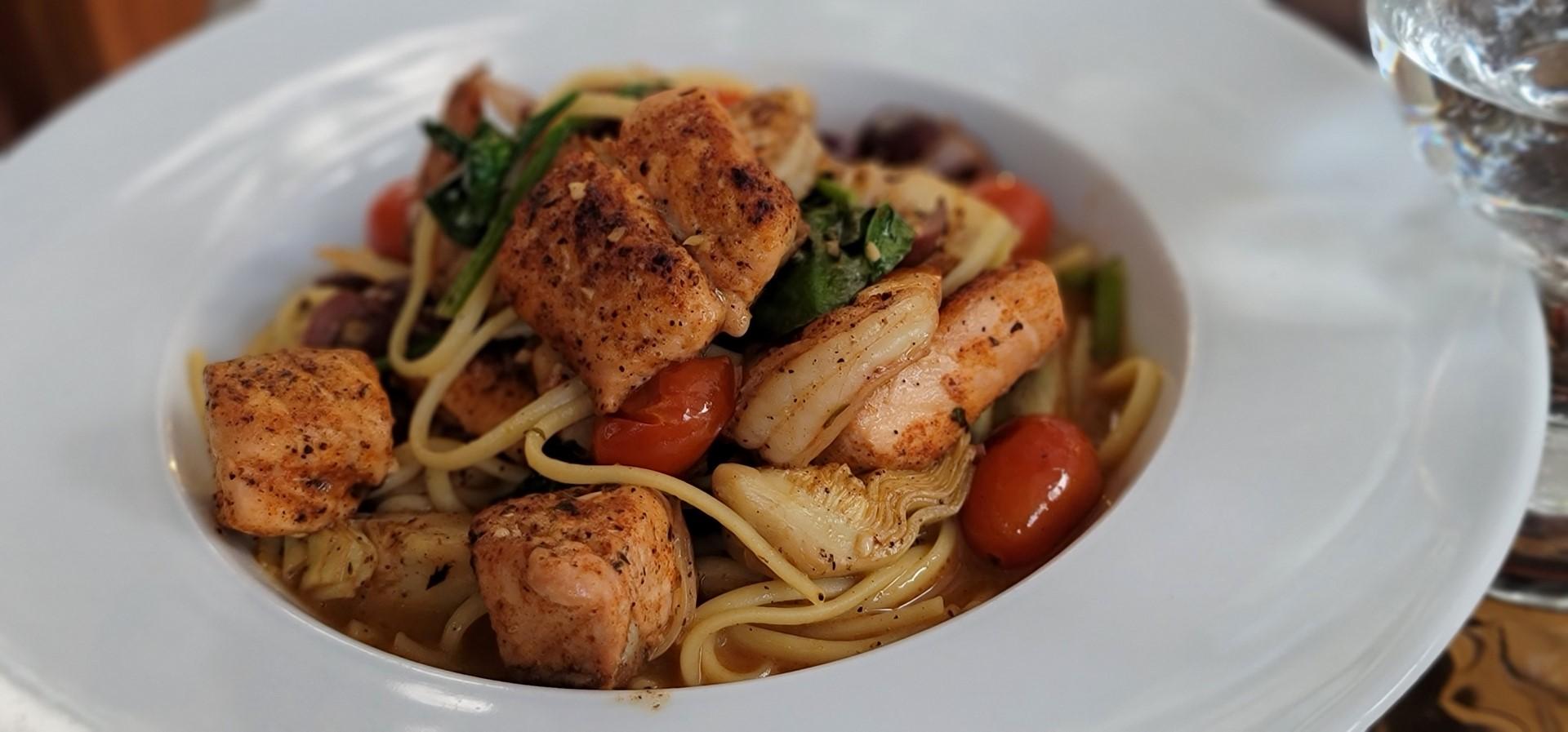 seafood pasta on white bowl