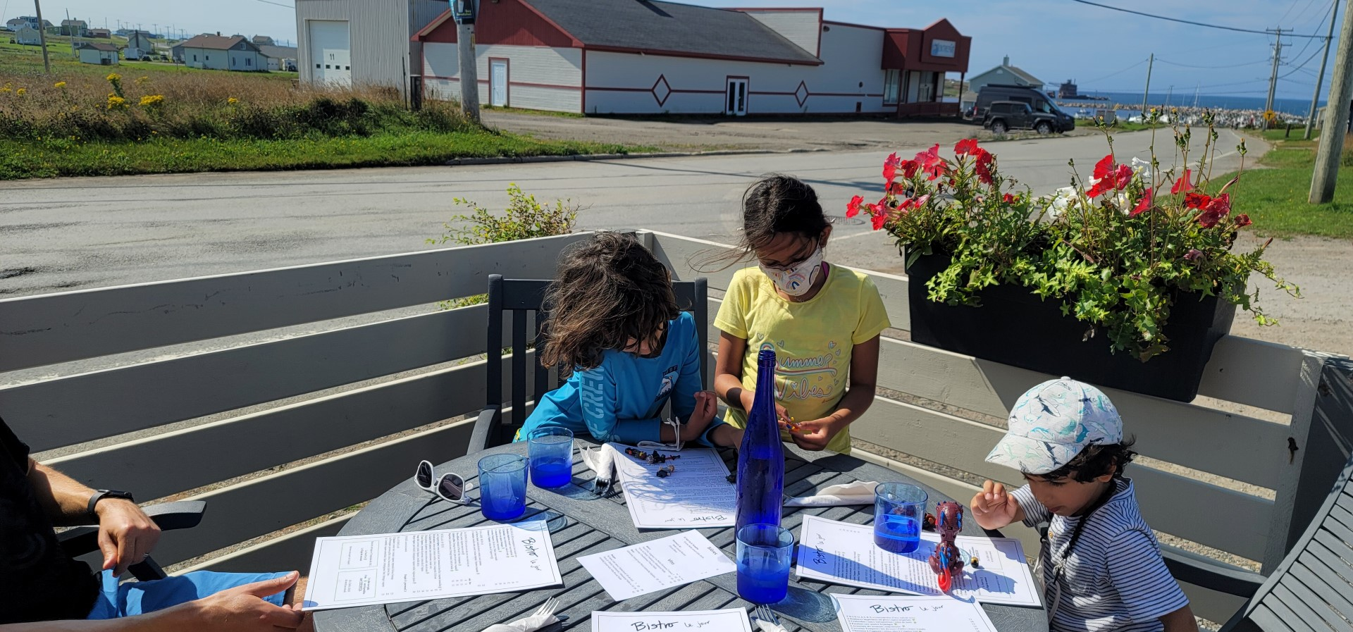 kids eating on Magdalen Island Gourmande Nature