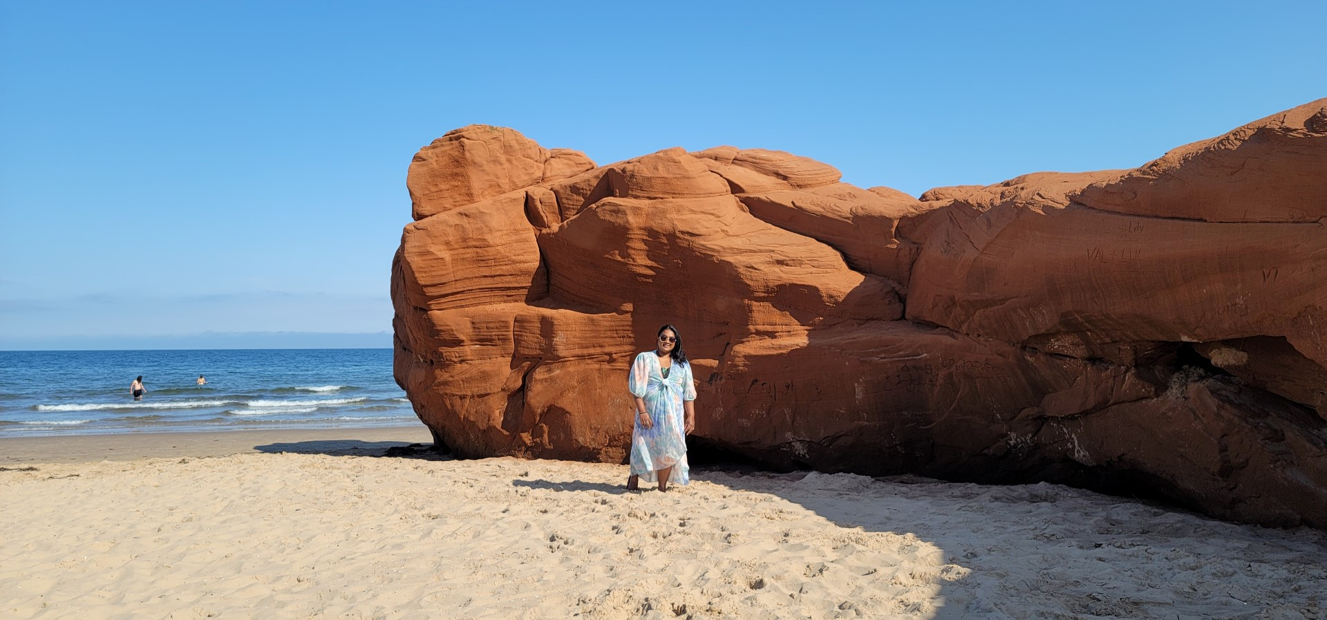 Yashy walking by red cliffs on Dune du Sud