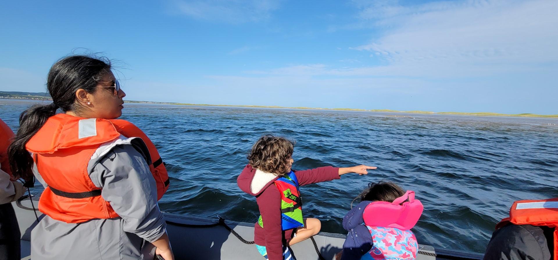 kids pointing at seal