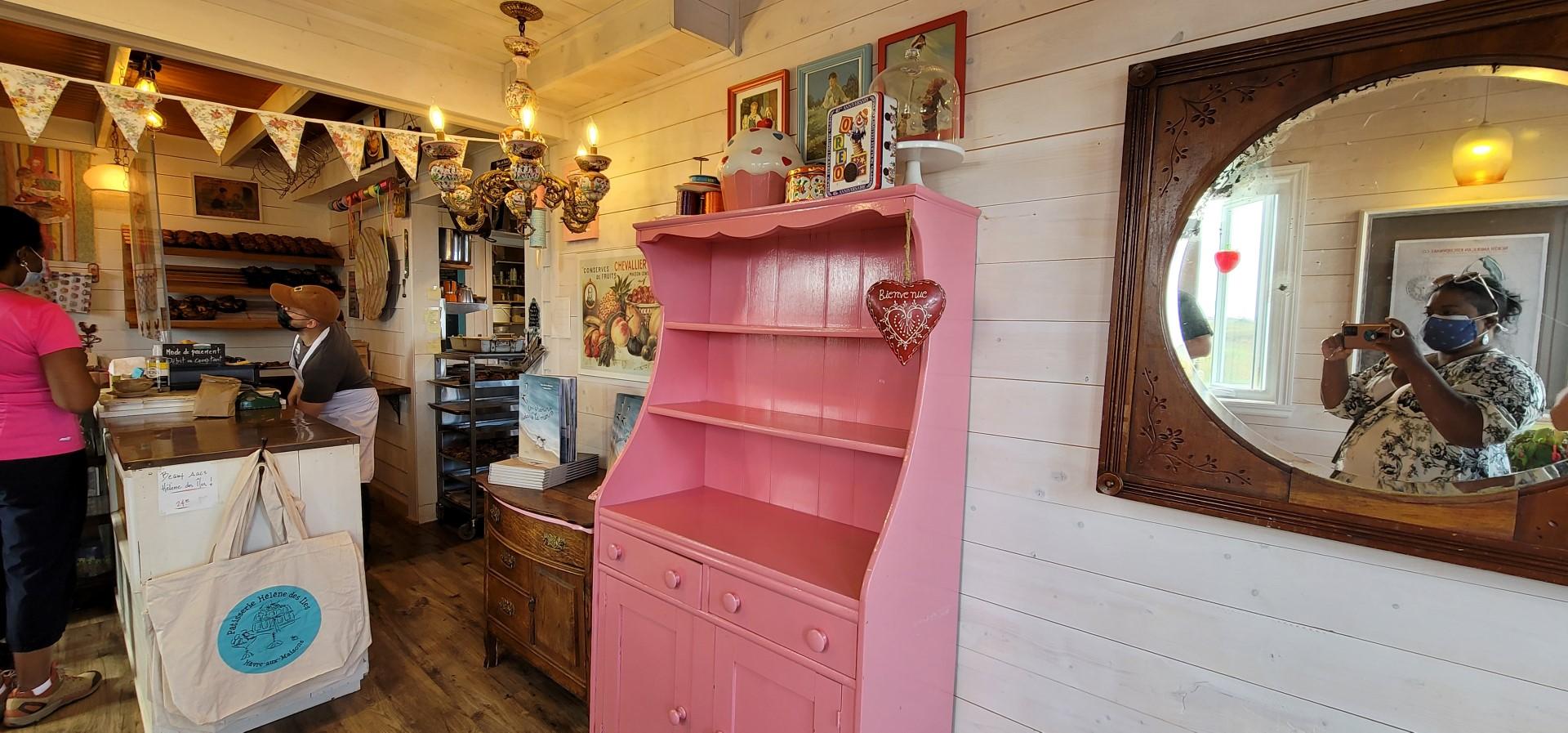 pink shelves at Helene des Iles bakery