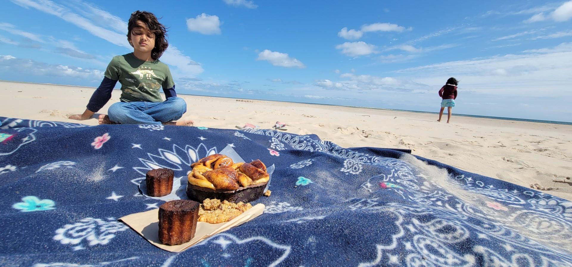 sand on Helene des Iles treats on a blue mat with child meditating