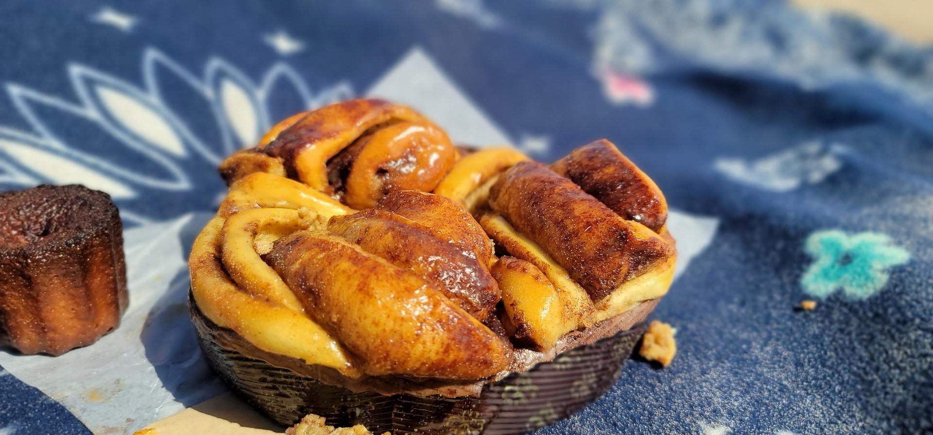 cinnabon buns on blue blanket