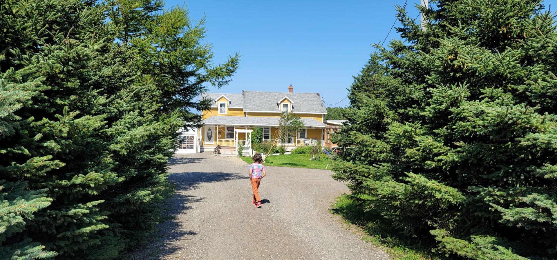 child running towards Le Barbocheux