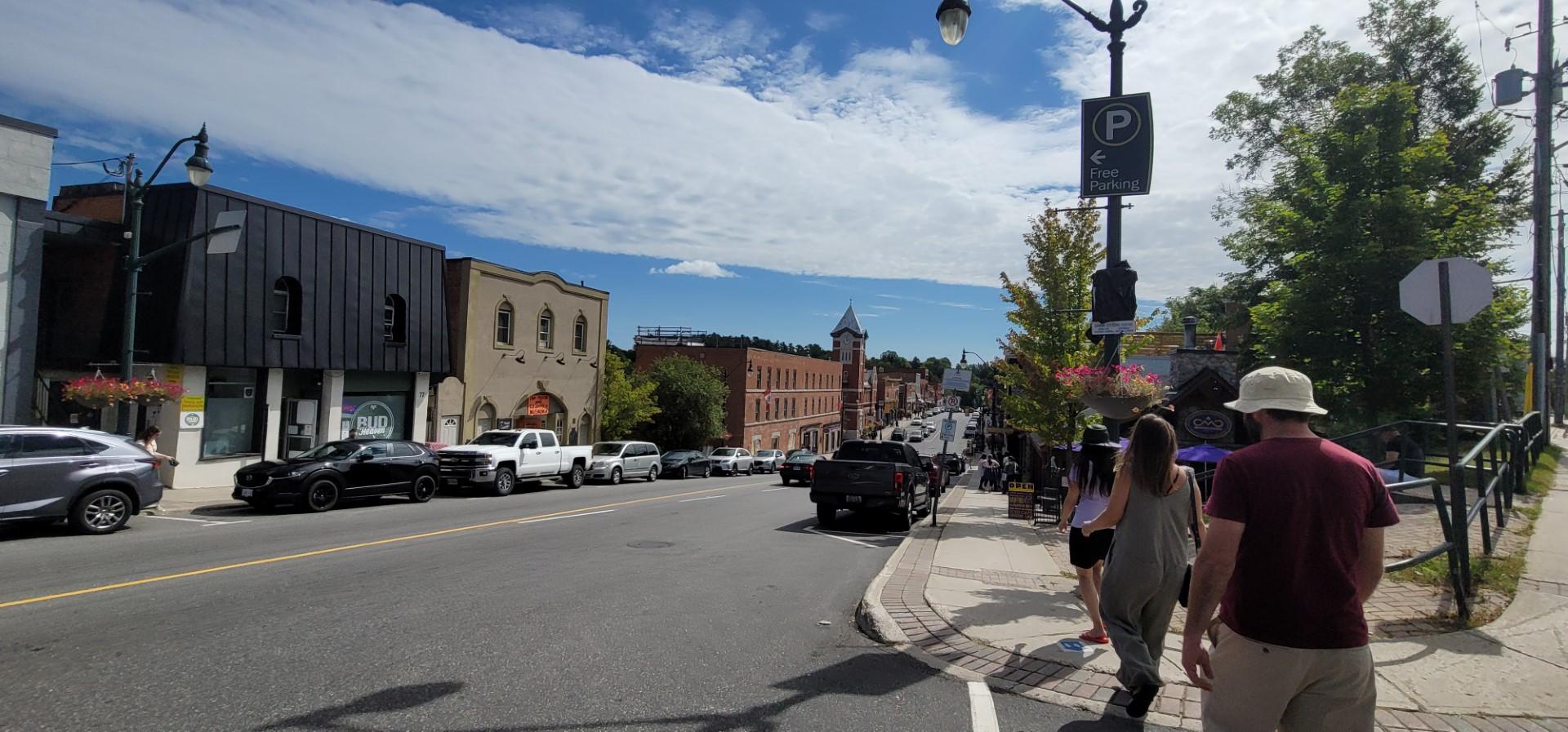blue skies and buildings in downtown Bracebridge